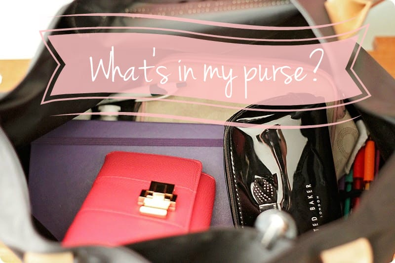 "83c7e9d14b1b53 I'm very excited to be joining Ashley on her blog today for the ""What's in  my pocketbook"" series that she's been running. I always enjoy getting to  see the ..."