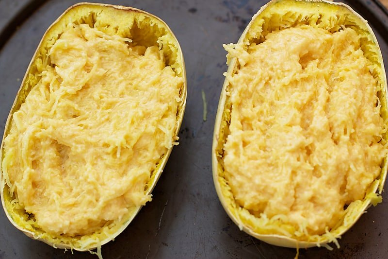 "Twice Baked Spaghetti Squash ""Mac n' Cheese""- this spaghetti squash recipe is super easy to make and much lighter than traditional mac n' cheese. SO yummy!! │ bbritnell.com"