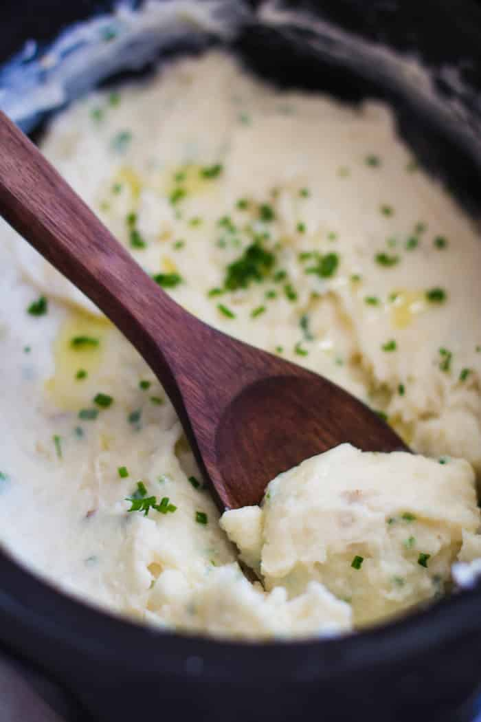 Slow Cooker Mashed Potatoes- this recipe is SO simple, SO yummy and creamy, and a great way to simplify your holiday cooking! | bbritnell.com