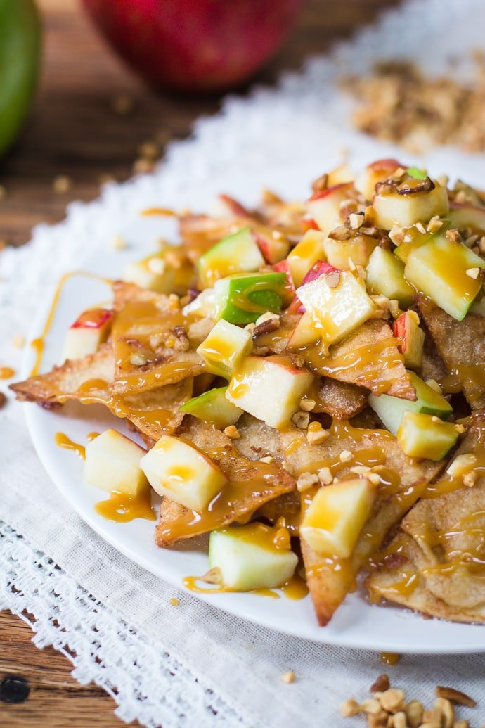 Caramel Apple Dessert Nachos- SUPER easy recipe that's quick to throw together and something that everyone will love!