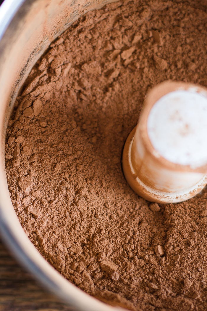 Homemade Hot Chocolate Mix- SUPER easy to throw together and can be spiced up with so many other flavors such as peppermint or pumpkin spice! | bbritnell.com