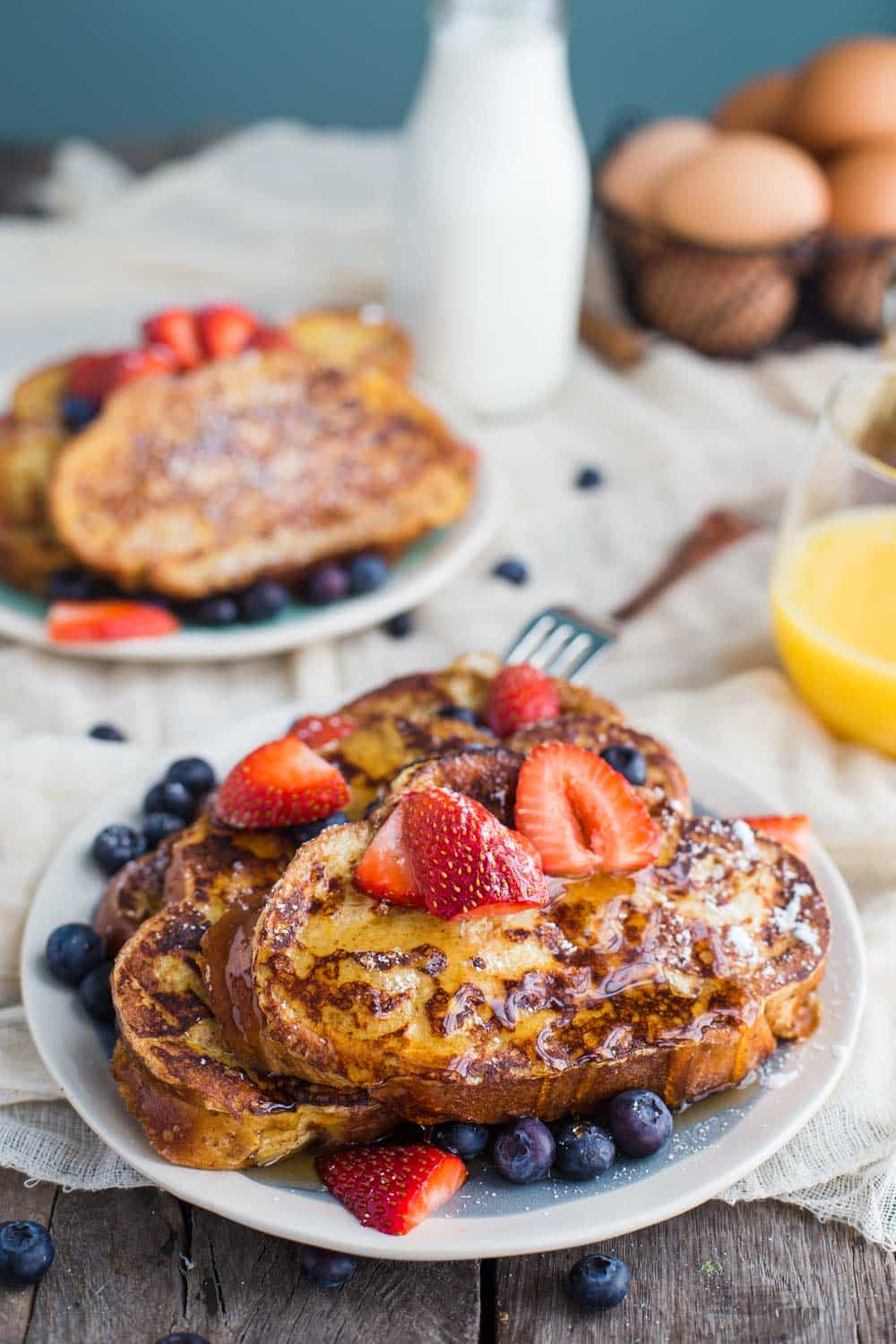 Easy French Toast- this recipe is a classic and a staple weekend breakfast in our house! The whole family loves it!