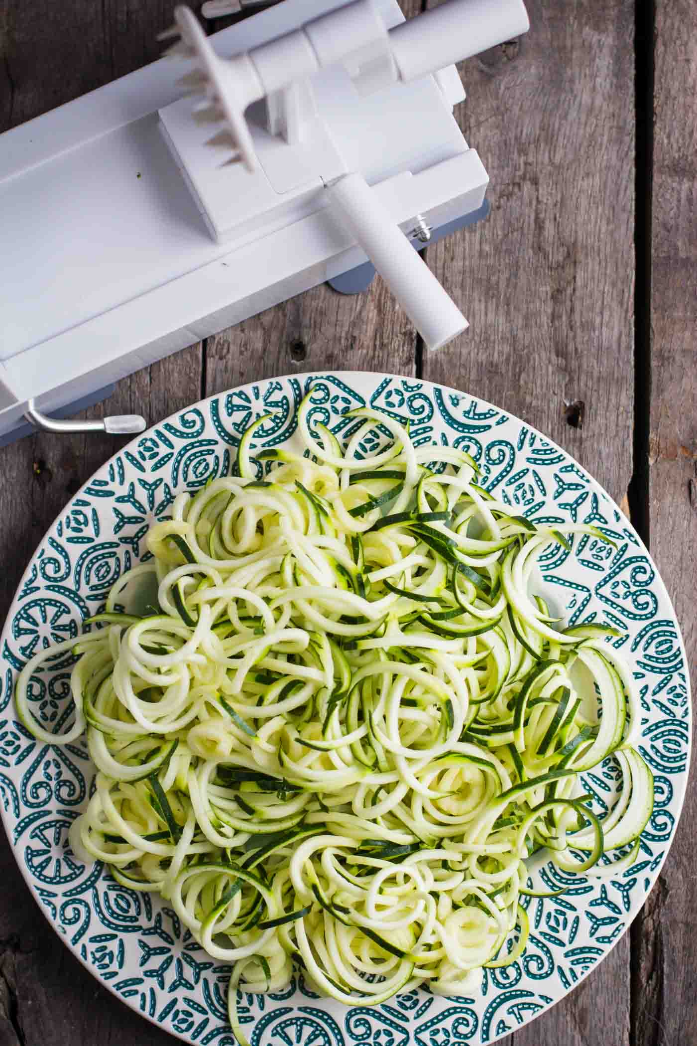 Spiralized Zucchini Noodles using the Insiralizer