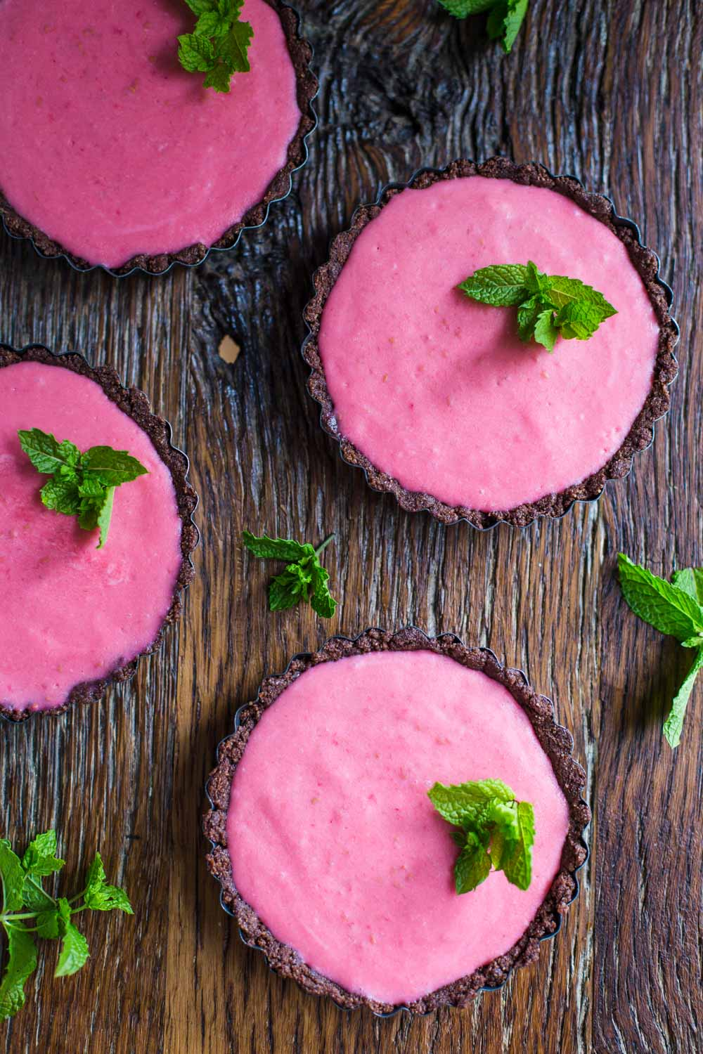 Raw Raspberry Tart- these tarts are vegan, gluten free, and a delicious dessert for the whole family to enjoy! Easy to make and no bake!