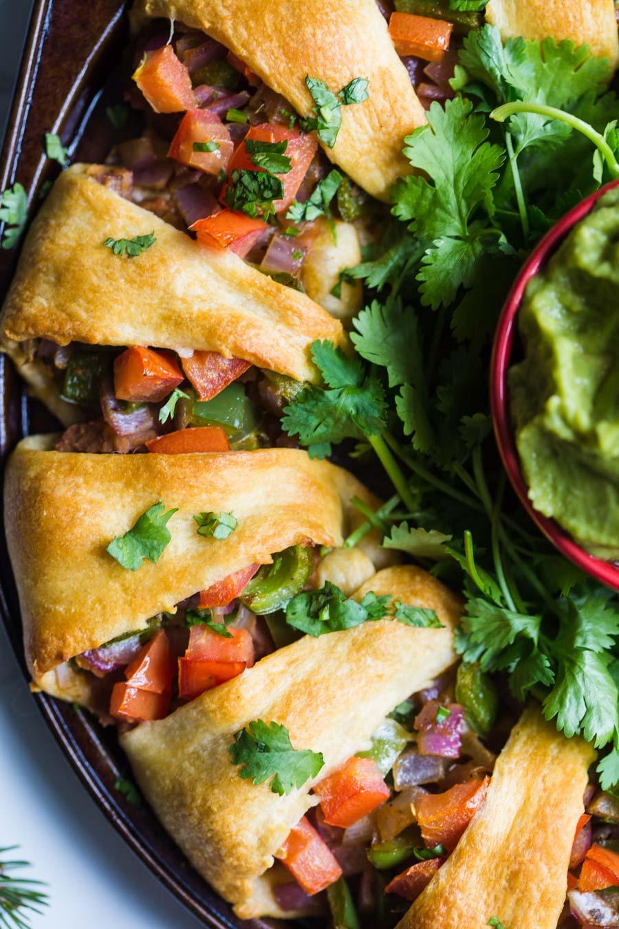 Holiday Wreath Taco Ring- este aperitivo de férias totalmente VEGAN é fácil de fazer, um prato de festa divertido e algo que todos irão apreciar!