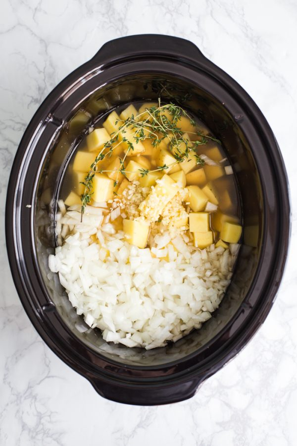 Crockpot Potato Soup- an easy and delicious slow cooker dinner!