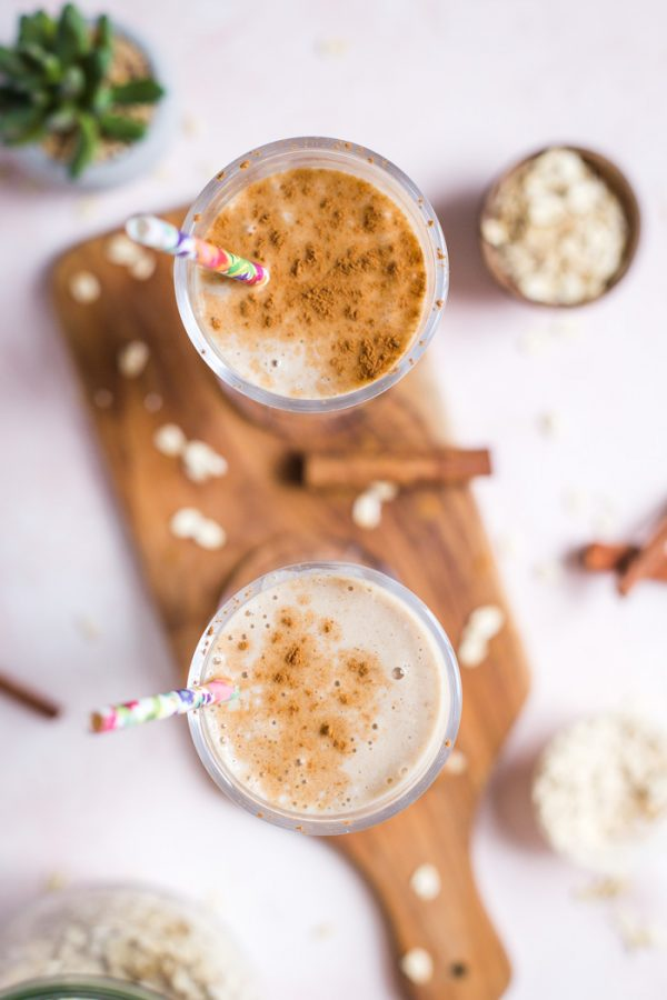 Cinnamon Roll Smoothie- easy, vegan, and delicious!