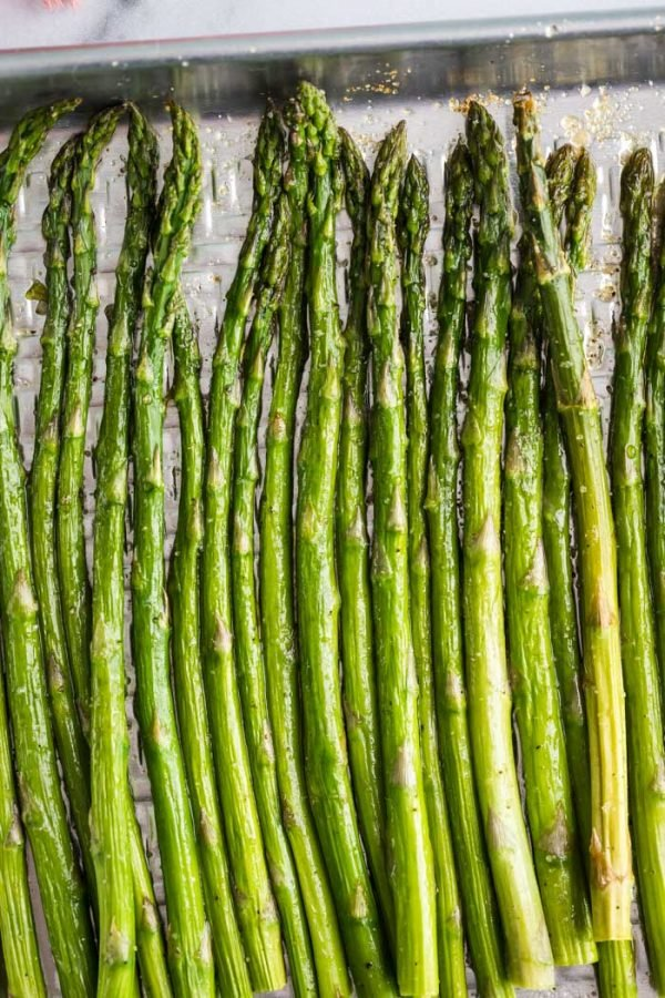 Easy Roasted Asparagus- see how to bake perfect asparagus every single time! #vegetables #recipe #healthy