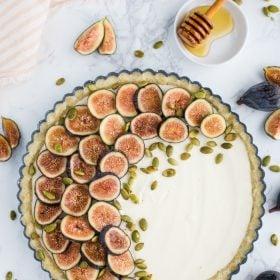 NO BAKE Fig Pie- this no bake tart is GLUTEN FREE, easy to make and SO delicious! #glutenfree #nobake