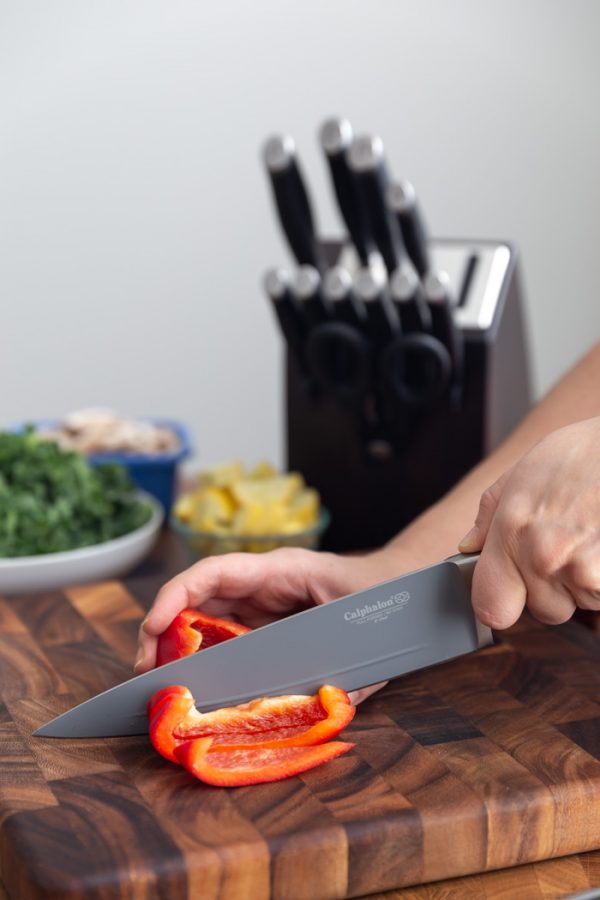 bell pepper being sliced