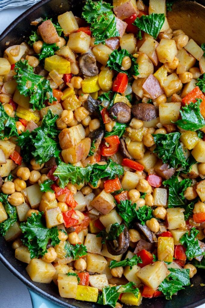 vegan hash made with potatoes, chickpeas and veggies