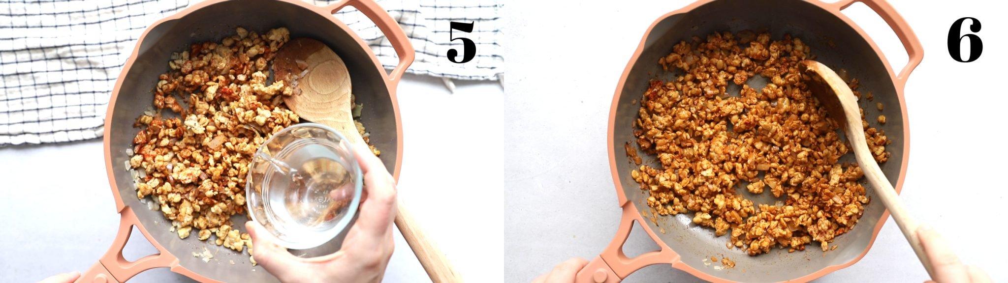 lado a lado imagens de uma frigideira rosa.  imagem à esquerda: tempeh desintegrado com especiarias por cima.  imagem certa: tempeh esfarelado com as especiarias todas misturadas