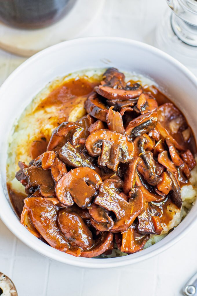 red wine mushrooms served over mashed potatoes